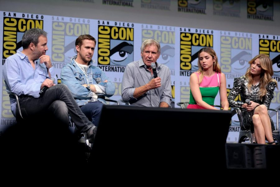 Pictured: The cast of Blade Runner 2049 at Comic Con